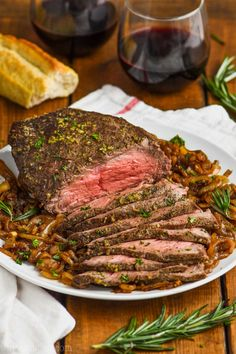 This Easy Top Round Roast Beef Recipe is going to become a regular in your house after you see how easy it is to make, how tender and perfect it comes out every time, and how versatile the left overs are.  With only five minutes of preparation time and the most perfect flavor, your family will love this easy roast beef recipe.