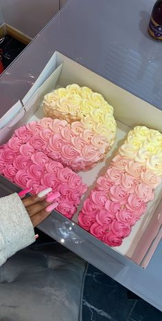 21st Birthday Cakes, Beautiful Birthday Cakes, 22nd Birthday, Pink Birthday Food, Girl Birthday, 21st Bday Ideas, 21st Birthday Decorations, Birthday Ideas, Birthday Cake Decorating