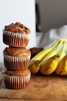 These peanut butter banana muffins are gluten free and super easy to make. No flour needed and only take 10 minutes to bake. They're healthy and low in calories. Gluten Free Recipes For Breakfast, Gluten Free Sweets, Gluten Free Breakfasts, Vegan Sweets, Healthy Sweets, Healthy Snacks, Dinner Recipes, Protein Foods, Healthy Foods To Eat