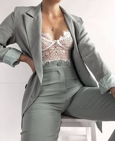 suits for women prom Suit Fashion, Look Fashion, Fashion Outfits, Womens Fashion, Trendy Fashion, Elegantes Business Outfit, Elegantes Outfit, Prom Outfits, Mode Outfits