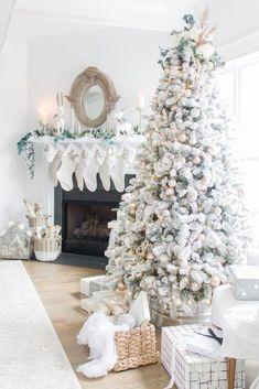 White Christmas Trees, Christmas Room, Christmas Tree Themes, Elegant Christmas, Noel Christmas, Pink Christmas, Beautiful Christmas, Winter Christmas, Christmas Tree Decorations
