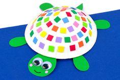 Fabriquer une tortue avec une assiette en carton - Animaux - 10 Doigts Animal Crafts For Kids, Preschool Math, Phone Holder, Yoshi, Frisbee, Diy, Sent Bon, Anti Stress, Cactus