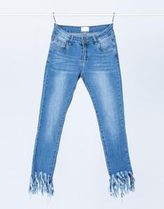 this trend for Spring is so fun! // Frayed Hem Jeans