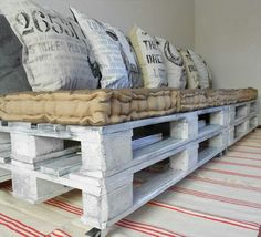 Rustic Pallet bench - Really simple idea, just pile old pallets up with assorted burlap cushions #rusticpalletbench