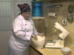 Aprenda como fazer um autêntico bolo de rolo - YouTube