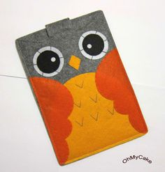 Oh squee.an owl e-reader cover from Etsy Felt Diy, Handmade Felt, Felt Crafts, Fabric Crafts, Diy Phone Pouches, Capas Kindle, Nook Cases, Felt Phone Cases, Kindle Fire Case