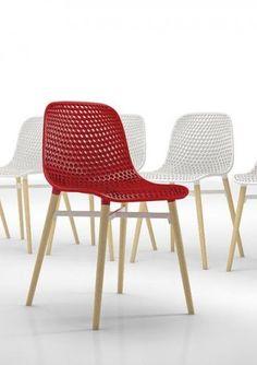Krzesło w czerwieni.