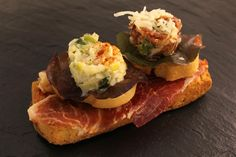 Picadillo de jamón ibérico + Ensalada jamaypu (jamón y puerro) + Base de pan tumaca con jamón ibérico