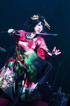 和楽器バンド。 The rock band of the new sense that let a Traditional Japanese musical instruments and a rock band fuse. J Pop, Japanese Sword, Erza Scarlet, Nihon, Japanese Culture, Rock Bands, Videos, Wonder Woman, Superhero