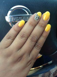 Yellow round nails ;)