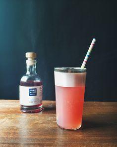 Monday Booze News: Drinking a Sloe Gin Fizz // stirandstrain.com