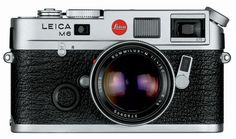 This rangefinder camera was marketed between 1984 and 1998, extremely functional and classically compact design belonging to the M series, this Leica M6 still remains a cornerstone of street photography. This new version, combines the body of the prestigious Leica M3 with un'esposimetro all new and integrated new generation. The machine body is no longer in brass but is made ​​from a new material magnesium alloy much lighter and cheaper.