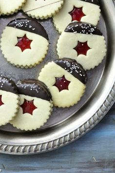 Haniela's: Linzer Cookies-classic Czech Christmas cookies,making them every… Christmas Biscuits, Christmas Treats, Galletas Cookies, Holiday Cookies, Cookie Swap, Cookie Bars, Chocolate Cookies, Chocolate Dipped, Blue Chocolate