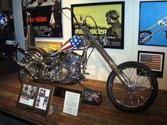 easy-rider-captain-america-chopper-at-museum.jpg (600×450)