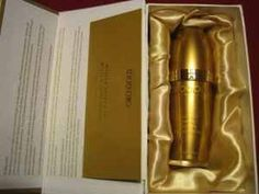 Oro Gold Vitamin C Serum, 1.0-Ounce by Oro Gold. $164.00. Illuminates and brightens the skin immediately. Rapidly diminishes the appearance of fine lines and wrinkles. Anti-oxidants protect against damaging free radicals. Combined with the 24K Pure Gold it stimulates collagen and elastin production activating regeneration and speeding cellular processes. Contains Vitamins A and E. This 24K Gold Vitamin C Booster Serum is flecked with 24K gold pieces.