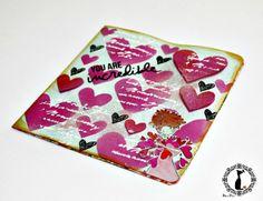 Tarjeta de corazones, tutorial que explica varias técnicas de decoración: http://cinderellatmidnight.com/2014/05/26/domingo-de-crop-online-y-dulces-brebajes/