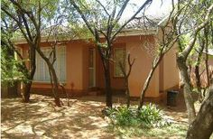 Brits Self catering, The Makaloni Holiday Resort is nestled between the Magaliesburg Mountains and Hartebeespoort Dam. Each and every guest will feel at home when welcomed by the friendly staff. Holiday Resort, Pergola, Outdoor Structures, Catering, Outdoor Decor, Plants, Mountains, Home Decor, Decoration Home