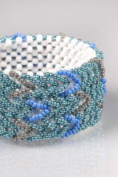 COOL MENTHOL Bracelet - FREE Tutorial by Helena Chmelíková on Preciosa-Ornela.com Fabric Bracelets, Seed Bead Bracelets, Handmade Beads, Handmade Bracelets, Beaded Bracelet Patterns, Beaded Jewelry, Bracelet Making, Jewelry Making, Diy Bracelet