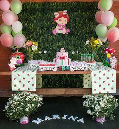 Mesa de bolo no tema moranguinho baby