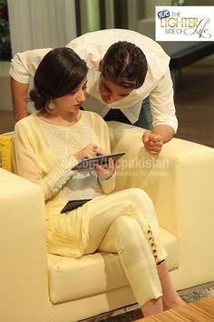 Mahira Khan in Pastel yellow tunic and cigarette pants- and like always she looks soo good. Pakistani Suits, Pakistani Dresses, Indian Dresses, Indian Outfits, Salwar Suits, Indian Attire, Indian Wear, Mahira Khan Biography, Eastern Dresses