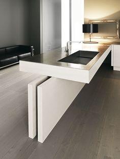 Siden ind mod køkkenet skal være skabe men ud mod stuen vil det være lækkert som spisebord/breakfast bar