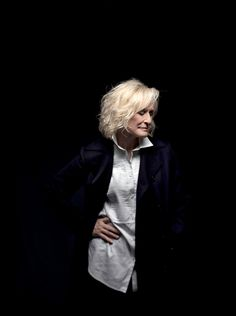 Over 50 Womens Fashion, Grey Fashion, Glenn Close, Beautiful Goddess, Ageless Beauty, Style And Grace, Aging Gracefully, Forever Young, Silver Hair