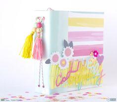 Hoy Teresa nos enseña una bonita idea de decoración y un precioso mini álbum, todo con la colección Happy Place de Dear Lizzy