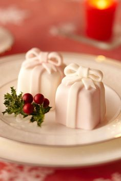 Christmas treats...so elegant, I don't want to cut into it.