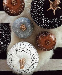 Boho No-Carve Pumpkin Inspiration! halloween decor Boho No-Carve Pumpkin Inspiration! Theme Halloween, Fall Halloween, Halloween Crafts, Happy Halloween, Halloween 2020, Classy Halloween, Halloween Games, Halloween House, Halloween Costumes