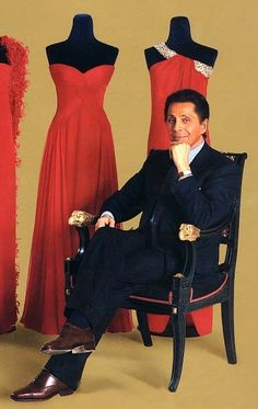 I'm going to die and come back as a designer like Valentino.... LOVE HIM.  I could look at his designs all day long.