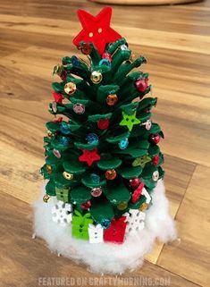 Pine Cone Christmas Tree, Christmas Wood, Christmas Crafts For Kids, Christmas Projects, Holiday Crafts, Christmas Ornaments, Pre Christmas, Pinecone Christmas Crafts, Pinecone Ornaments