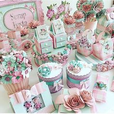 Workshop mimos e flores na loja Scrapbook Alphavile @scrapbookalphaville scrapbookalphaville dia 27/06- vagas limitadas!!! Infs pelo… Birthday Bag, Boy First Birthday, Cupcakes Decoration Awesome, Dulce Candy, Tea Party Favors, Bird Party, 3d Paper Crafts, Chocolate Decorations, First Birthdays