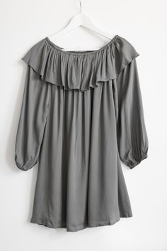 - Solid olive green off-shoulder ruffle dress - Elasticated and stretchy neckline - Long sleeves with elastic sleeve ends - Non-stretch woven material - Fully lined - 70% Cotton 30% Polyester - Import