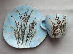 Ceramics And Pottery.Ceramics And Pottery. Ceramic Flowers, Clay Flowers, Slab Pottery, Ceramic Pottery, Thrown Pottery, Pottery Vase, Pottery Designs, Mug Designs, Clay Projects