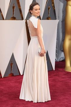 Repasamos todos los vestidos de los invitados sobre la alfombra roja de los Oscar en su 88 edición.