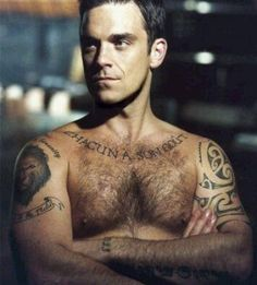 Robbie Williams - Tattoos.net  Mi cerdo Irlandes de nacionalidad Inglesa.