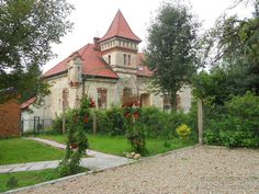 Dwór w Boleniu zbudowany w 1898 roku przez Jana Matejkę dla córki Heleny Unierzyskiej. Obecnie - własność prywatna, pełni funkcje mieszkalne.