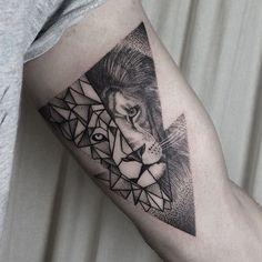 """828 Likes, 31 Comments - Klaudia Hołda (@klaudia_holda) on Instagram: """"#lion #lionhead #liontattoo #geometric #geometriclion #geometrictattoo #dots #dotwork…"""""""