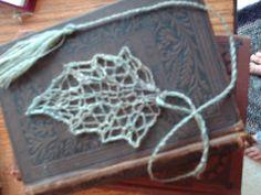 s p i n n i n g d a y d r e a m s: Skeleton Leaf Bookmark Pattern