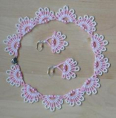 Crochet Beaded Necklace, Beaded Earrings Patterns, Seed Bead Necklace, Beading Patterns, Lace Jewelry, Bead Embroidery Jewelry, Bead Jewellery, Beaded Christmas Ornaments, Jewelry Making Tutorials