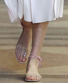 2016 Неделя Моды Знаменитости женщины лодыжки крест ремни плоские туфли…