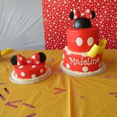Cake and smash cake at a Minnie Mouse Party #minniemouse #party