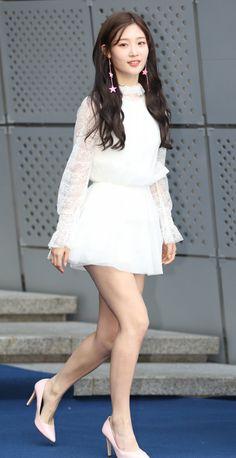 Jung Chaeyeon's legs transformation ~ Netizen Buzz