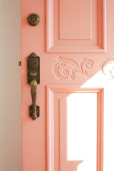 Front Doors: Coral Pink Front Door Home Door Front Door Design Front Door Inspirations: Mesmerizing Cottage Front Door Color For Inspirations Live Coral, Coral Pink, Coral Colour, Coral Orange, Peach Colors, Paredes Color Salmon, Coral Front Doors, Design Living Room, Wall Colors