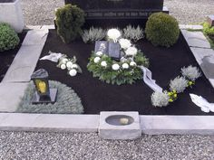 Image 22 from contribution: All Saints' Day grave decoration in Swabia Cemetery Decorations, Table Decorations, Holiday Wreaths, Holiday Decor, Moss Wreath, All Saints Day, Diy Projects For Beginners, Diy Chicken Coop, Real Plants