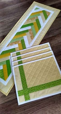 Idées D'Artisanat Table Mat Craft Ideas Tischset Bastelideen – Apocalypse Now And Then Quilted Table Runners Christmas, Patchwork Table Runner, Table Runner And Placemats, Quilt Table Runners, Quilted Placemat Patterns, Patchwork Patterns, Quilt Patterns, Table Runner Tutorial, Table Runner Pattern