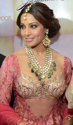 Bipasha Basu Dazzles as a Showstopper for Arjun & Anjalee Kapoor ('emeralds' unnecessary addition)