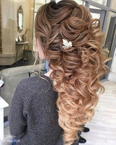 Long Wedding Hairstyles from Elstile / http://www.himisspuff.com/long-wedding-hairstyles-from-elstile/15/