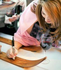 Dla miłośników zimy - drewniane narty z podpisami gości nadzdza ich mieszkaniu charakteru!