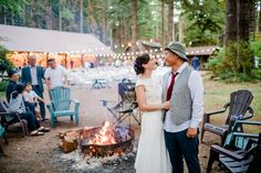 Anna and Justins traditional korean tea ceremony wedding at Loloma Lodge in Oregon. Lodge Wedding, Wedding Blog, Wedding Photos, Unique Weddings, Real Weddings, Korean Tea, Wedding Venues Oregon, Multicultural Wedding, Outdoor Wedding Venues